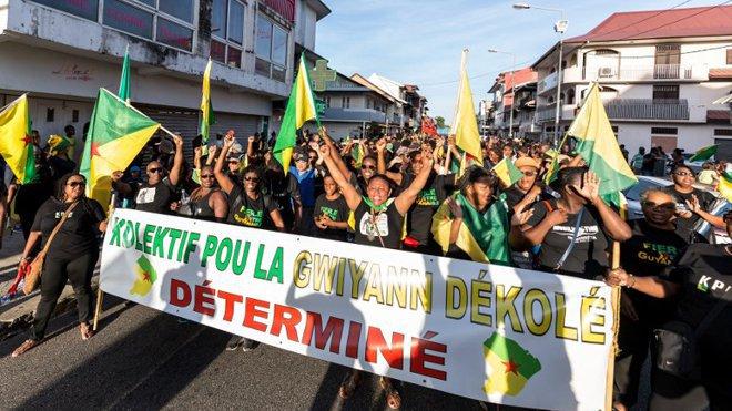 Guyane : Macron ne compte pas rencontrer le collectif Pou Lagwiyann dékolé