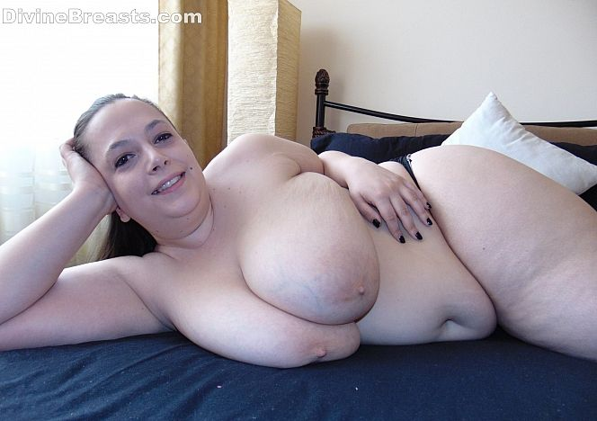 Mia #busty #bbw Bedroom Invitation see more at https://t.co/OfFbIc8Ey3 https://t.co/KjZ305da1a