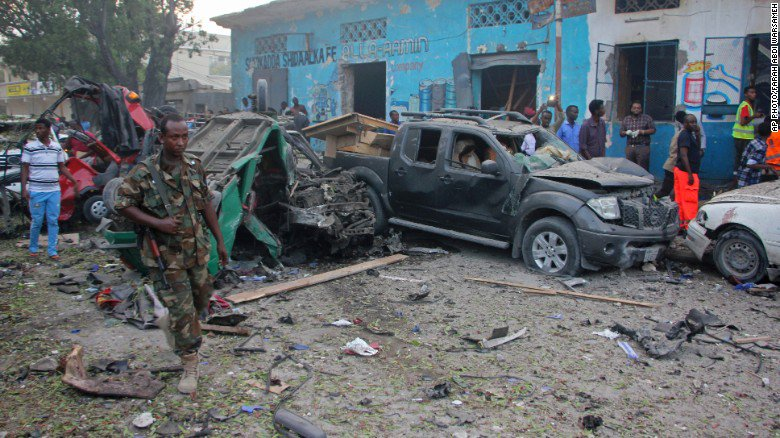 Car bomb set off outside hotel kills at least 10 near Somalia's presidential palace https://t.co/z6nkZlxdKC https://t.co/FzAmVLv4CK