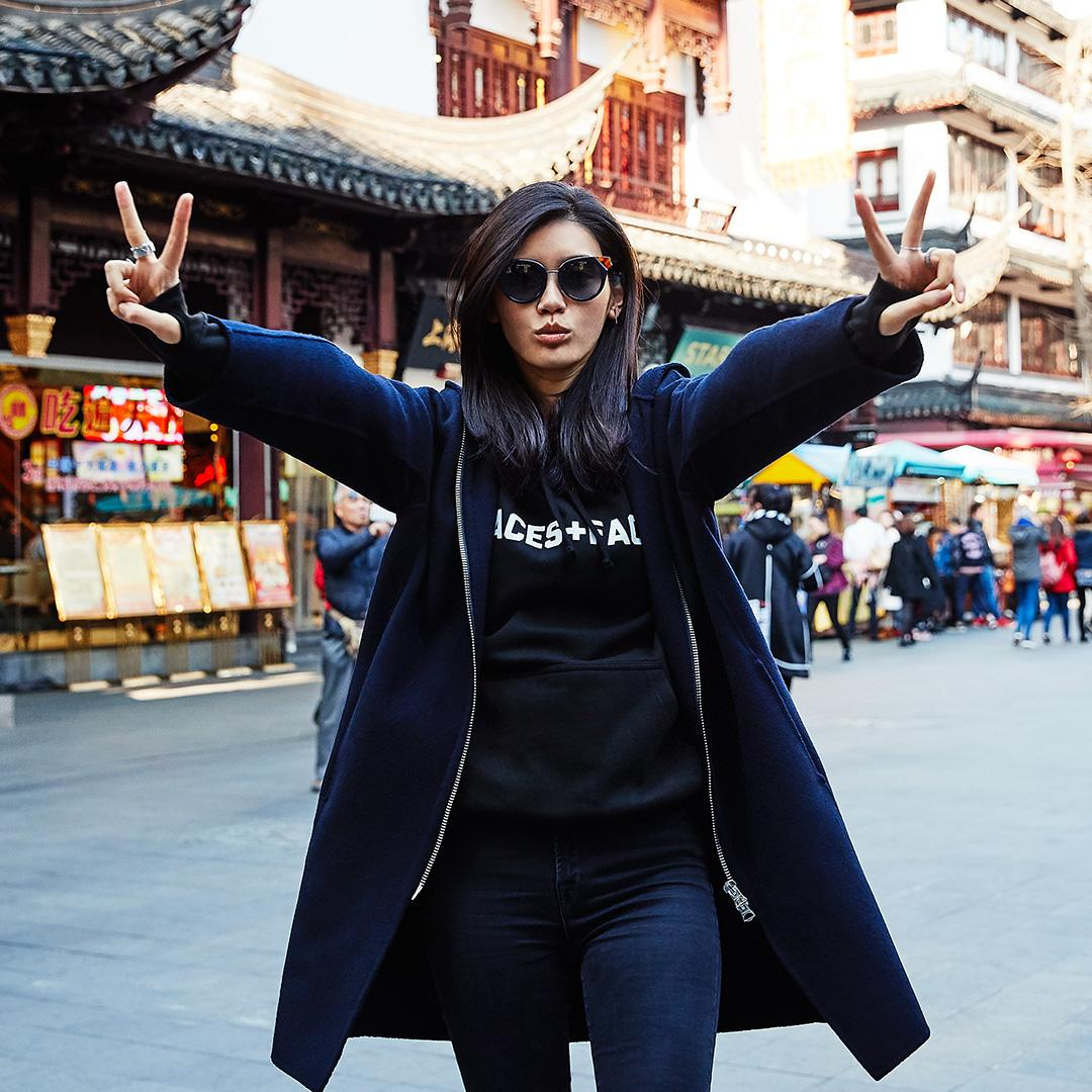 Locals know best! Shanghai native & #VSFashionShow model @mengyaoxi's fave hometown spots: https://t.co/4TepkvtgDh https://t.co/PqhbeyCarf
