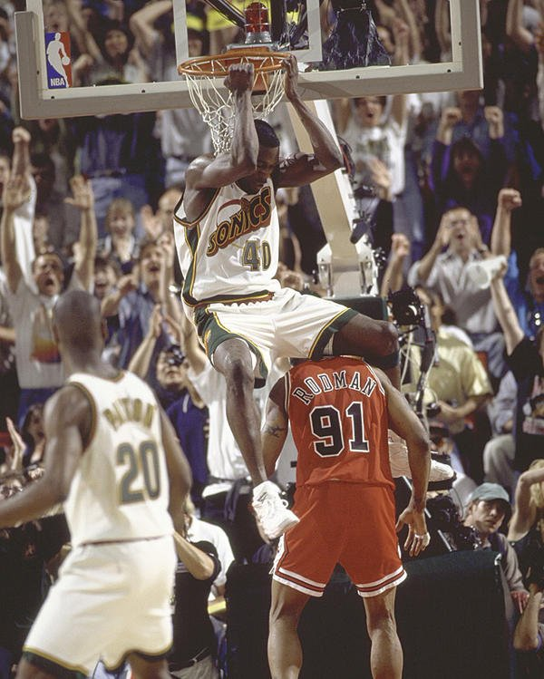 Happy Monday. Here are three photos of Shawn Kemp dunking all over Dennis Rodman. https://t.co/gvjmqQV1EA
