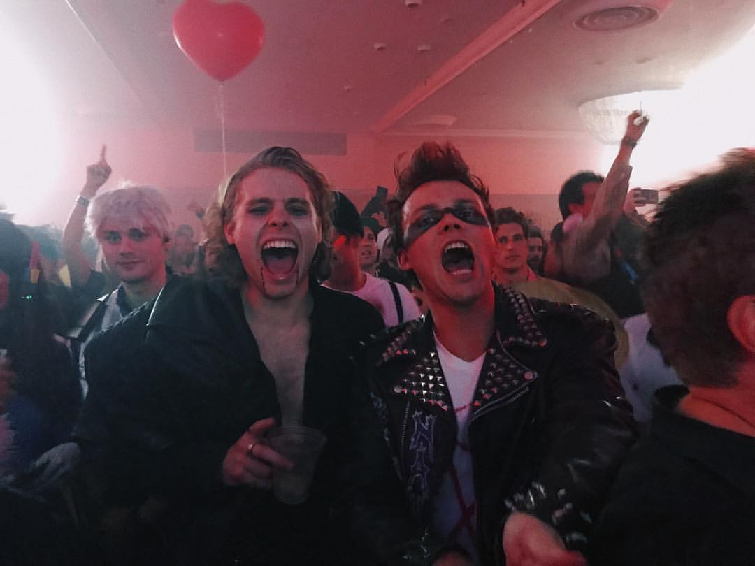 When AC⚡️DC comes on at the party. https://t.co/nfwfBy5rkI