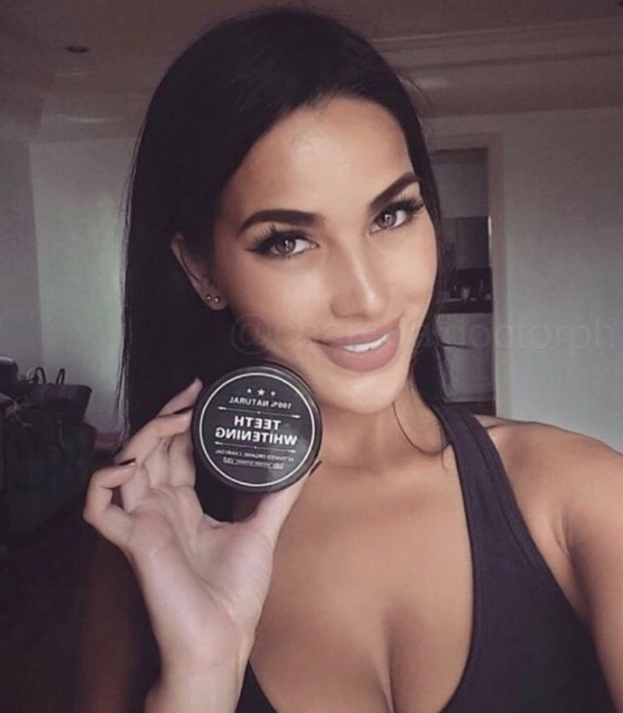 This instantly whitens my teeth after only ONE use!! ��✨  I got mine at  https://t.co/qpx4sDzksm �� https://t.co/TYahgbX8an