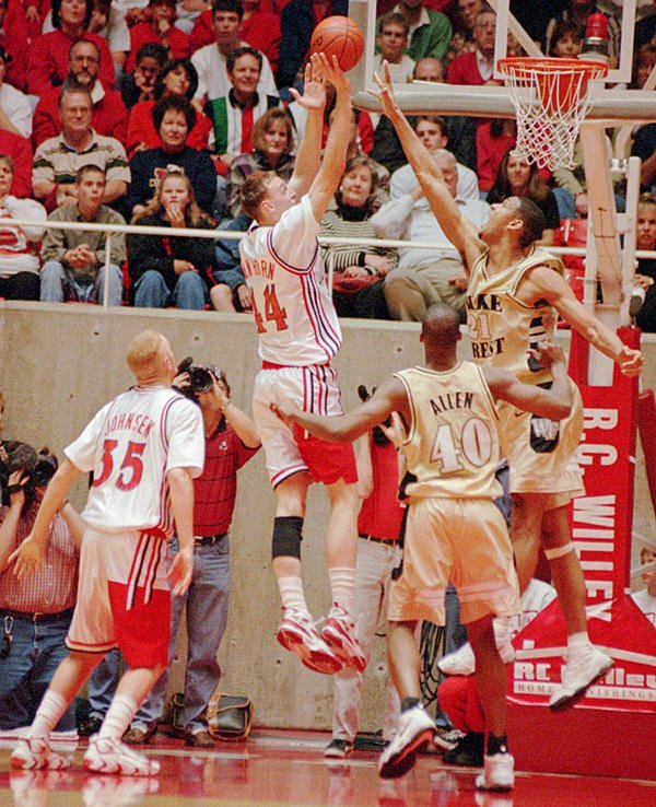 Keith Van Horn shoots over Tim Duncan during a 1996 Utah-Wake Forest game https://t.co/MzDp2TaQgh