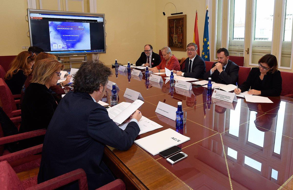 En este momento, celebramos reunión de la Comisión Ejecutiva del @VIIICentenario de la @usal en @educaciongob https://t.co/fCtmqpeg1f