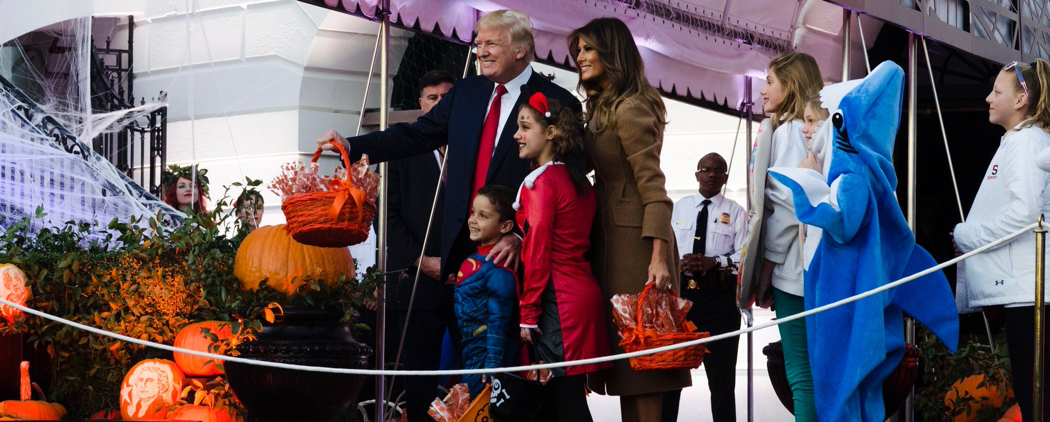 Wishing everyone a safe and Happy Halloween! #Halloween2017 https://t.co/BRpgXVRI8Y