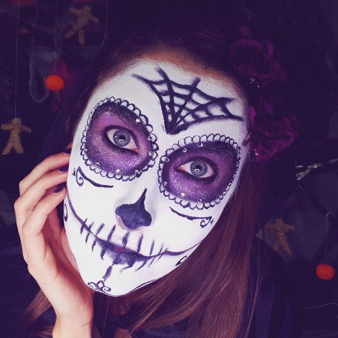 Rendez vous à 21h sur https://t.co/j8wJ3yAP3O pour mon live cam #Halloween  😘 https://t.co/MjcSzZCVv