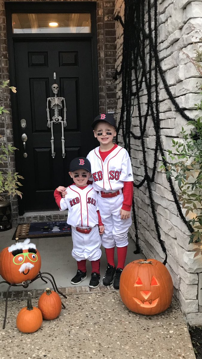 RT @AngHog79: Happy Haloween from Fayetteville, AR @asben16 https://t.co/P0ALFqi6b9