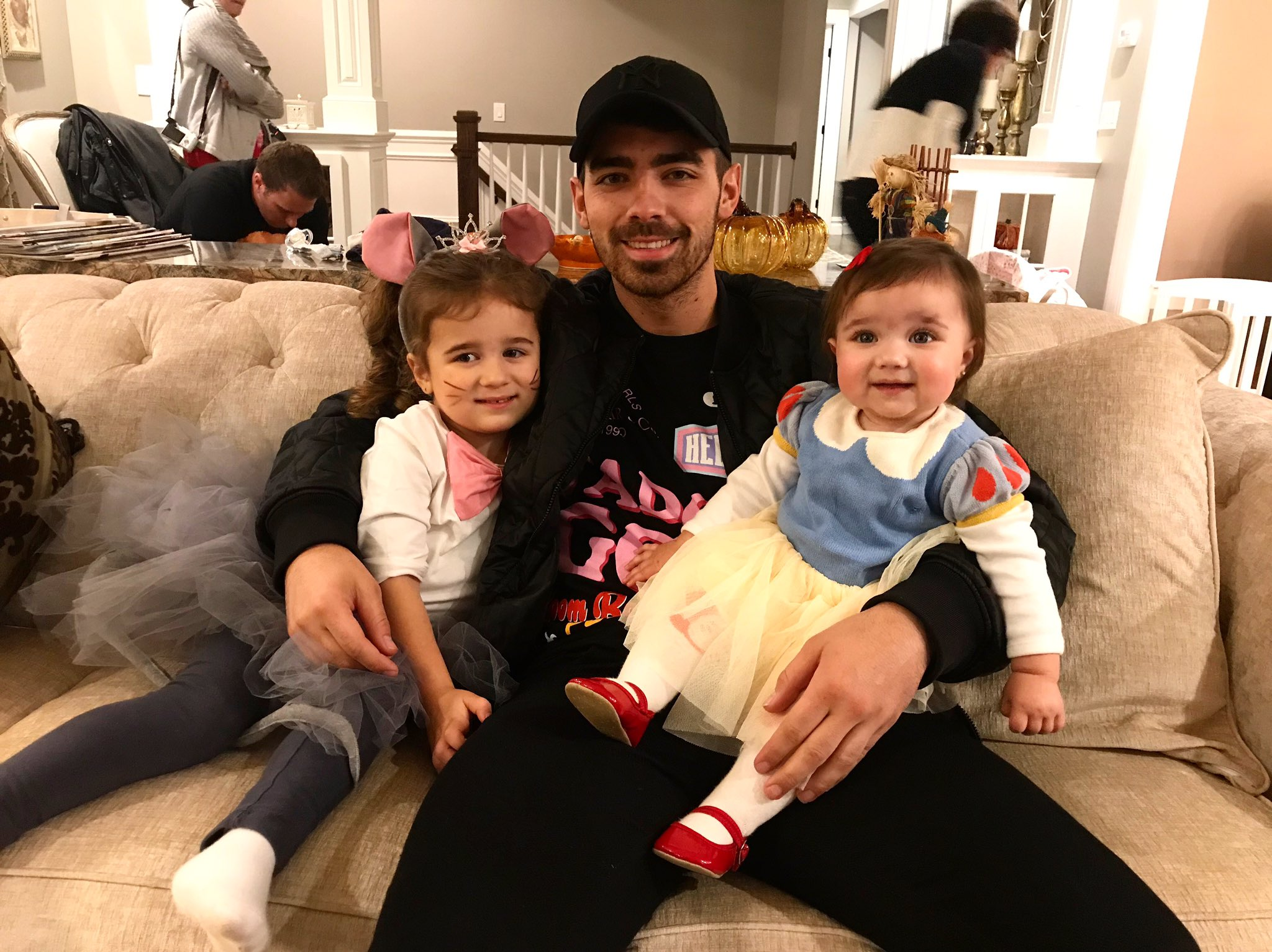 Great uncle Halloween day with the nieces ���� https://t.co/qxE6M2oTXJ