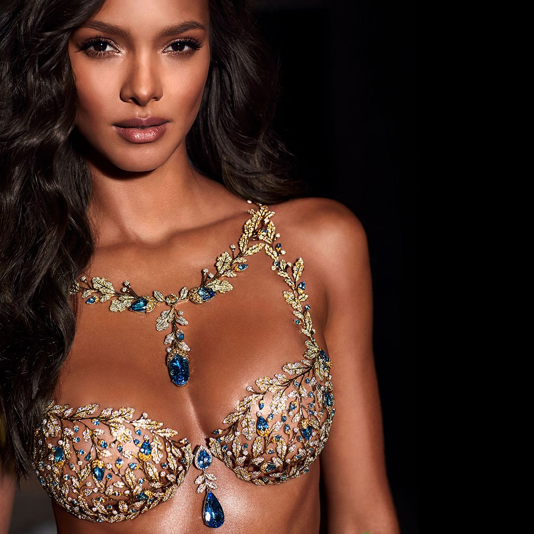 It's here: the Champagne Nights #VSFantasyBra, worn by @LalaRibeiro16 & designed by @mouawadjewelry. #VSFashionShow https://t.co/mvCKBIoLrp