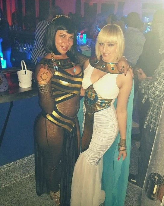1 pic. #HappyHalloween pictures from last night! Met another #Cleopatra and saw @ATLiensOfficial https://t