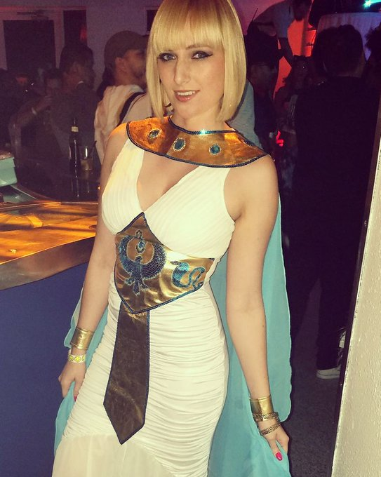 3 pic. #HappyHalloween pictures from last night! Met another #Cleopatra and saw @ATLiensOfficial https://t