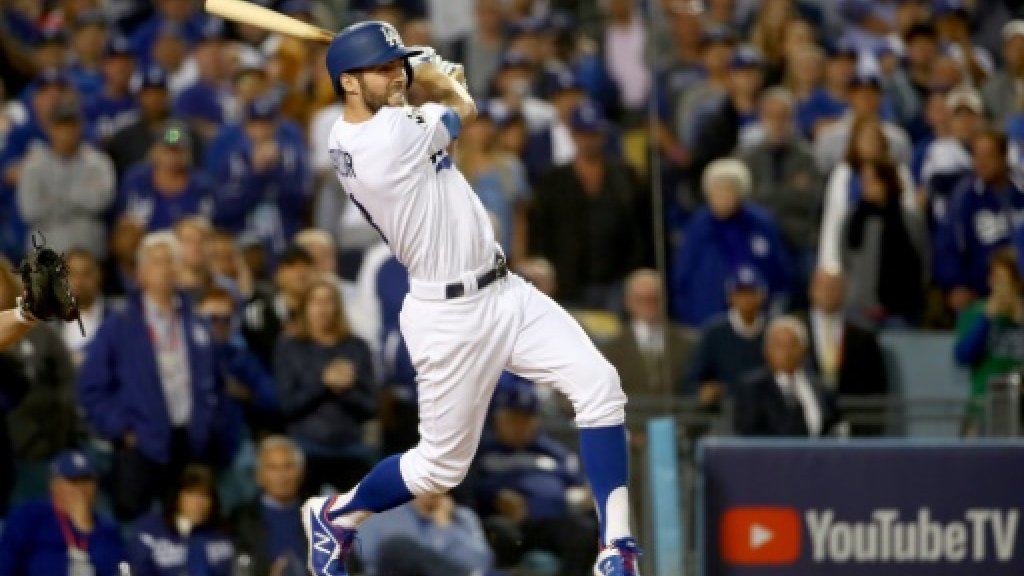 Dodgers down Astros to keep World Series bid alive