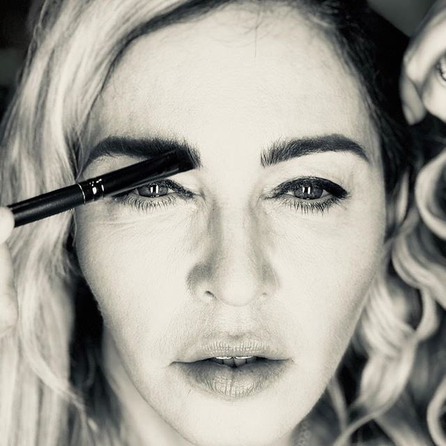 Symmetry is for Pussies???????????????? #beauty #life #makeup #hair #mdnaskin #lookatme #nextlevel #wtffacts #gorgeousness #lol https://t.co/Jdq2UaUbCV