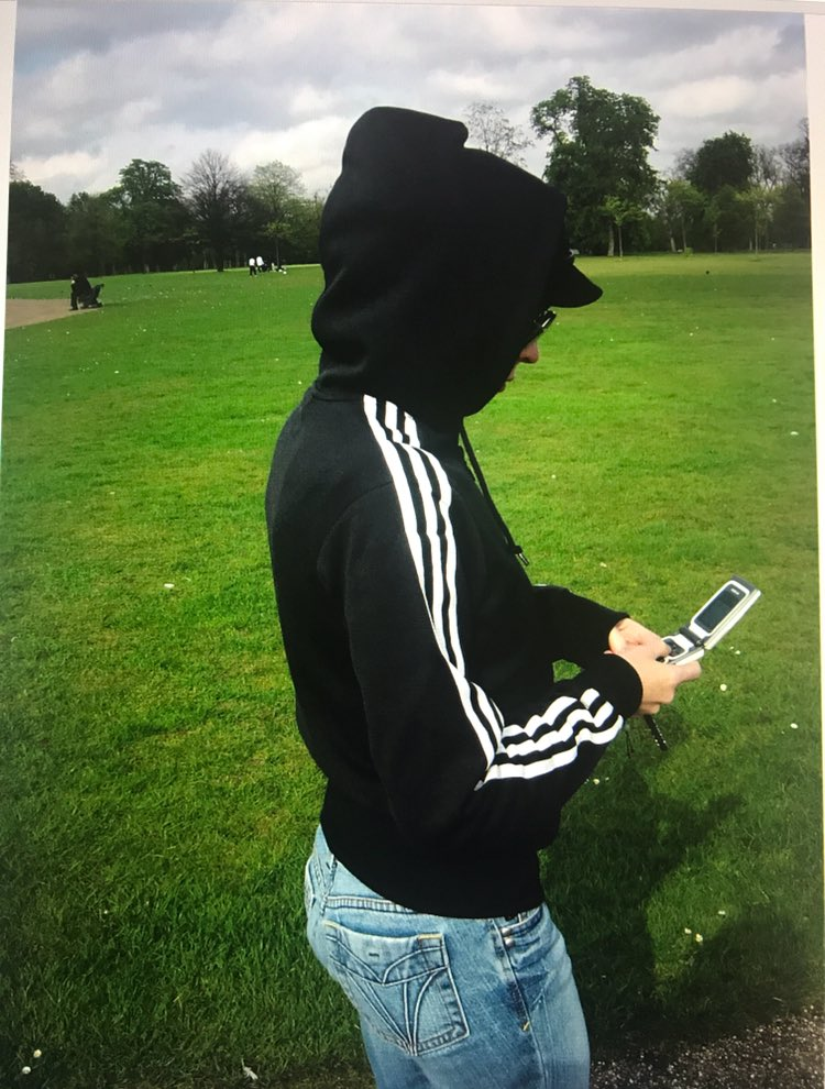 Major #tbt #flipphone #hydepark https://t.co/VSrq5FOBEx
