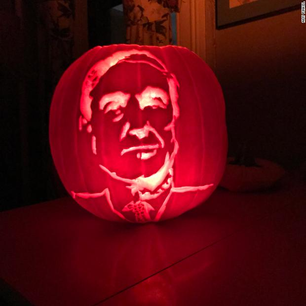 Robert Mueller jack-o-lantern keeps an eye on Paul Manafort's New York City townhouse