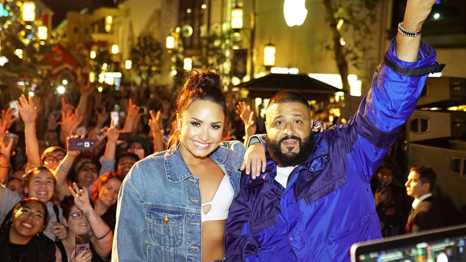 Thank you guys for coming out to @thegrovela �� Always love getting to see my Lovatics. @djkhaled #demixkhaled https://t.co/WOIxcC8yD4
