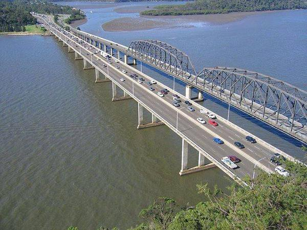 Los puentes de Hawkesbury, en Australia, uno para vehículos y otro para trenes. https://t.co/iD5Ya4zBuq