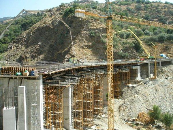 """""""El hormigonado del puente es la fase más crítica y el tesado, auténtica #PruebaDeCarga (luego vendrá con camiones)"""" @vyepesp https://t.co/Loo9mvCY9r"""