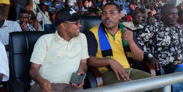 Mwigulu Nchemba kuishangilia Yanga au Singida United?