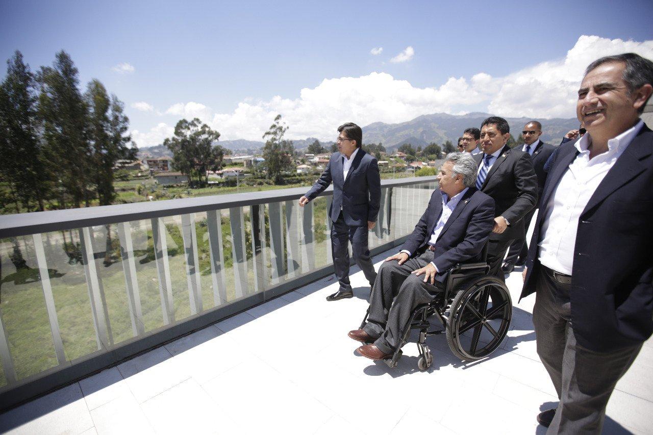 Presidente @Lenin Moreno visita las instalaciones de la @udecuenca | #VivaCuenca https://t.co/eRZP0Lk5gc