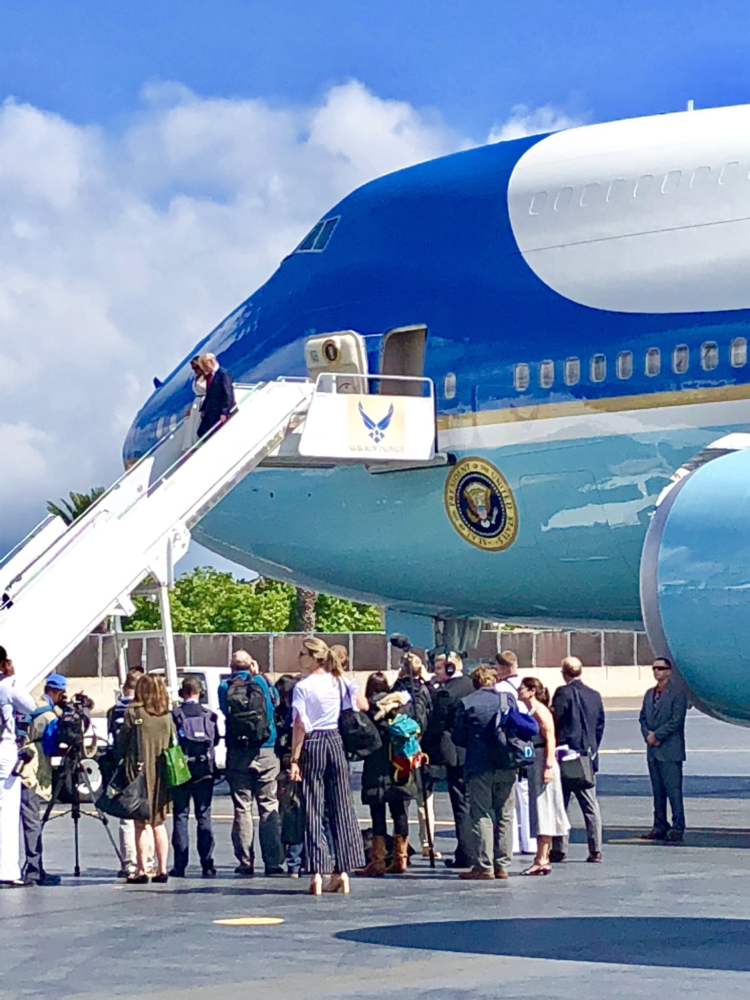 Wheels down in Hawaii! https://t.co/jhN7cqtX6y
