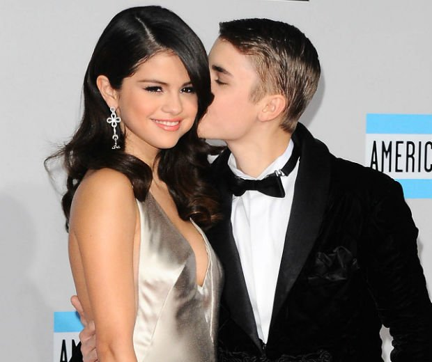Selena Gomez And Justin Bieber Have Been Spotted Kissing Again