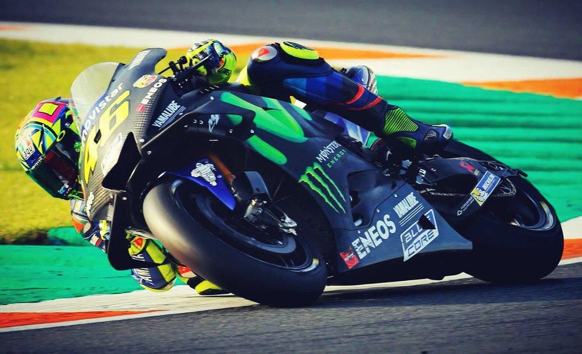 test Twitter Media - #MotoGP #ValenciaTest #Day2  #ValentinoRossi  📸 @YamahaMotoGP  #ForzaVale46 🌞🌙 https://t.co/IbbmmhNiIr