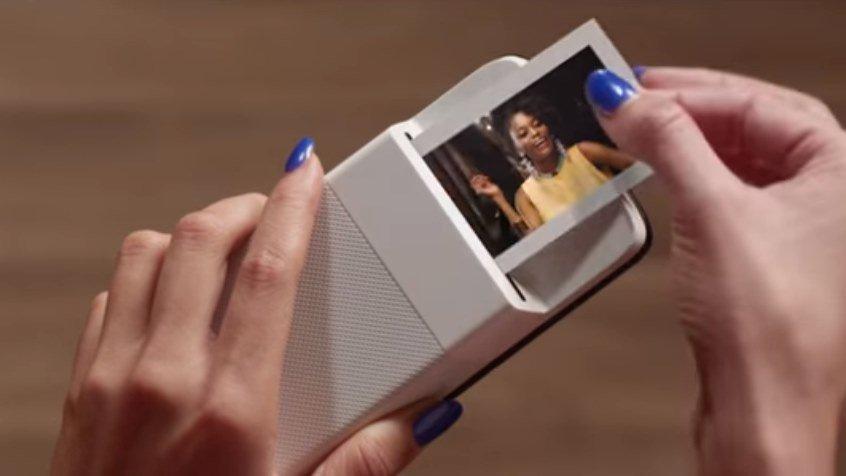 Motorola e Polaroid lançam impressora que se encaixa no celular