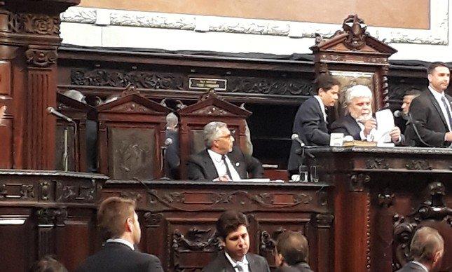 Tempo real Alerj derruba decisão da Justiça de prender deputados