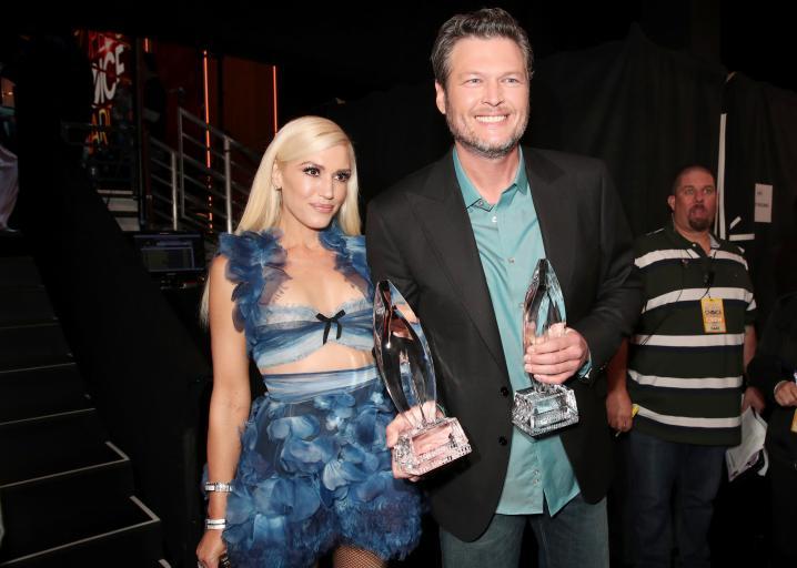 Gwen Stefani finally admits that her boyfriend Blake Shelton isn't sexy in the least: https://t.co/QlaD4ruw7p https://t.co/aeiG2XgOEz