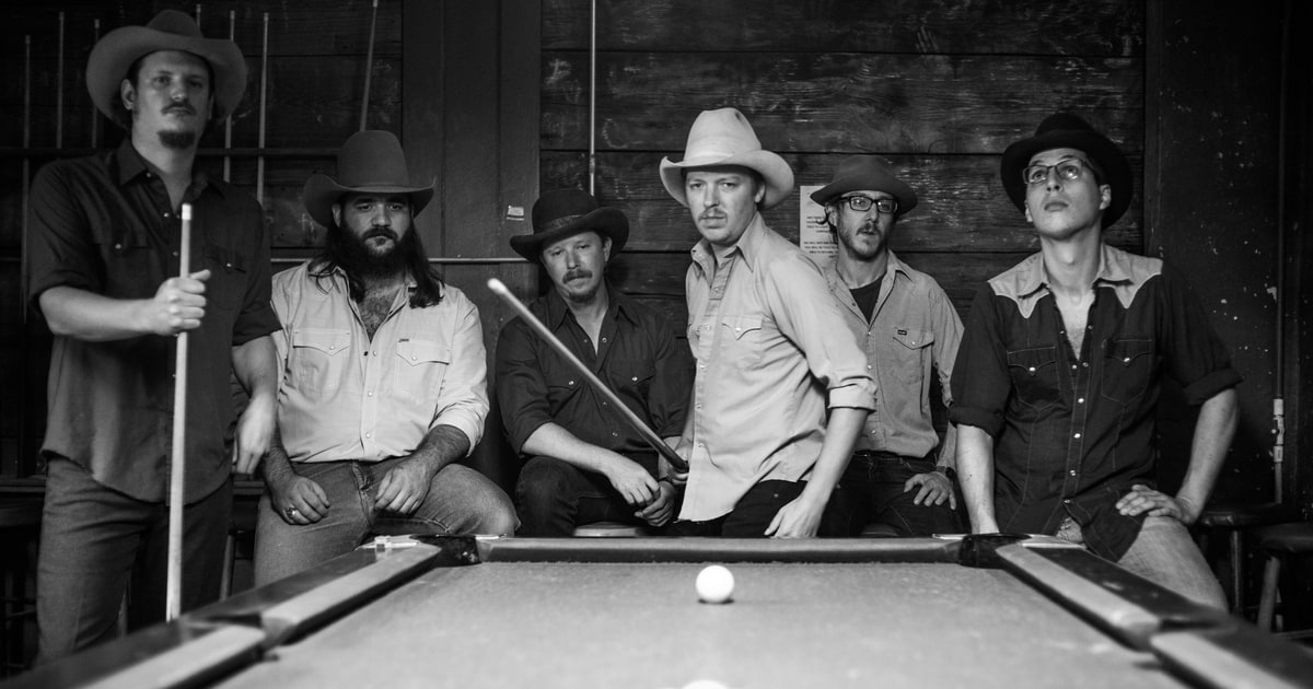 Hear Mike and the Moonpies' propulsive new song 'Beaches of Biloxi' https://t.co/md2aaYnbp3 https://t.co/Qzigqz8owJ