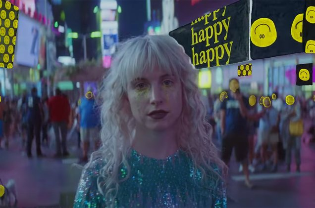 """Hayley Williams is """"Fake Happy"""" while walking through NYC in new Paramore video"""