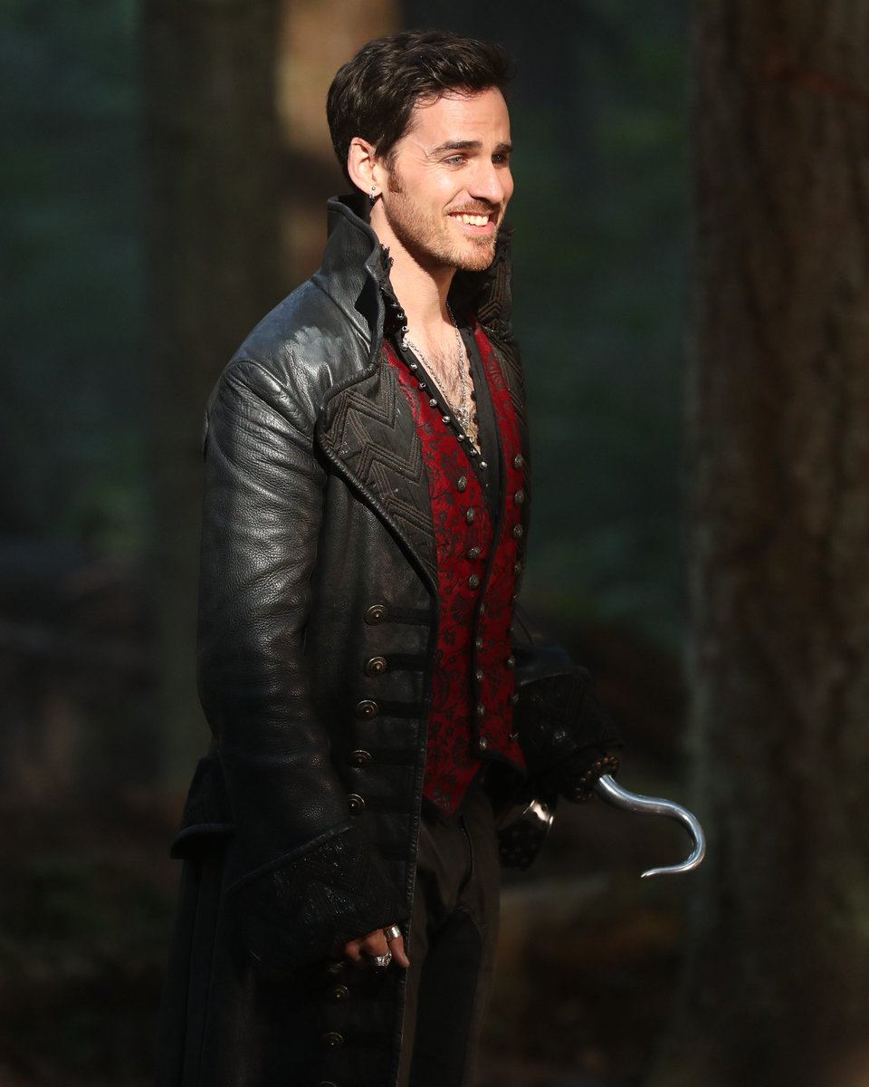 The second hour of #OnceUponATime begins now!Please retweet if you're watching!