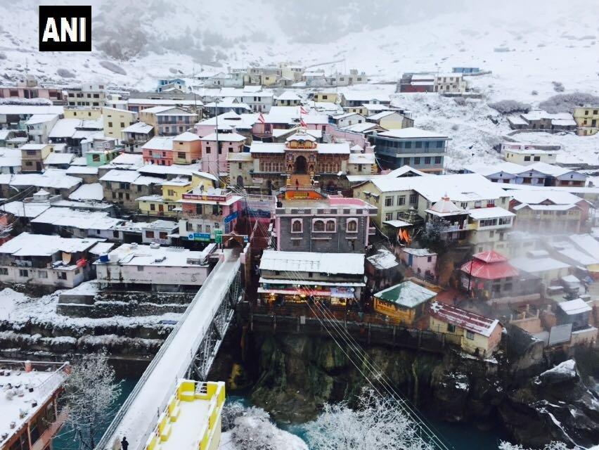 #Uttarakhand Badrinath continues to witness snowfall