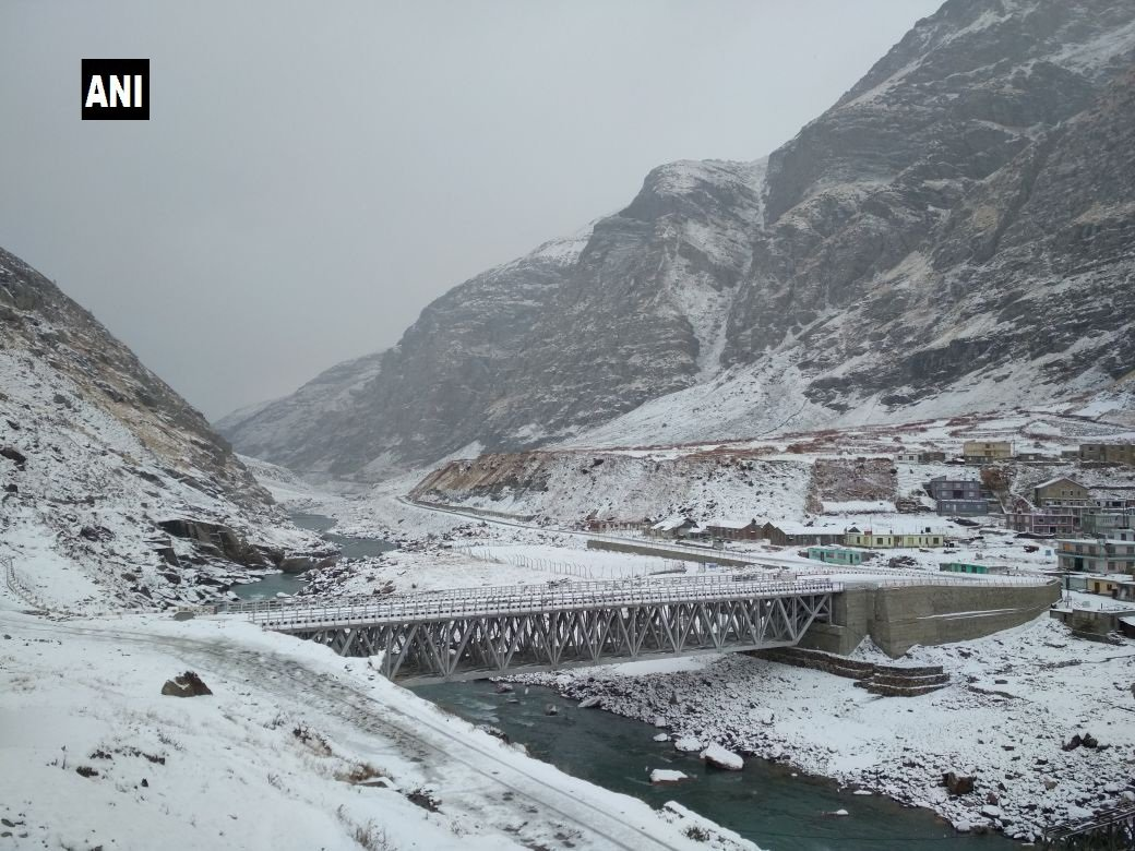 Himachal Pradesh #LatestVisuals of snowfall in Dhundi and Lahaul and Spiti district
