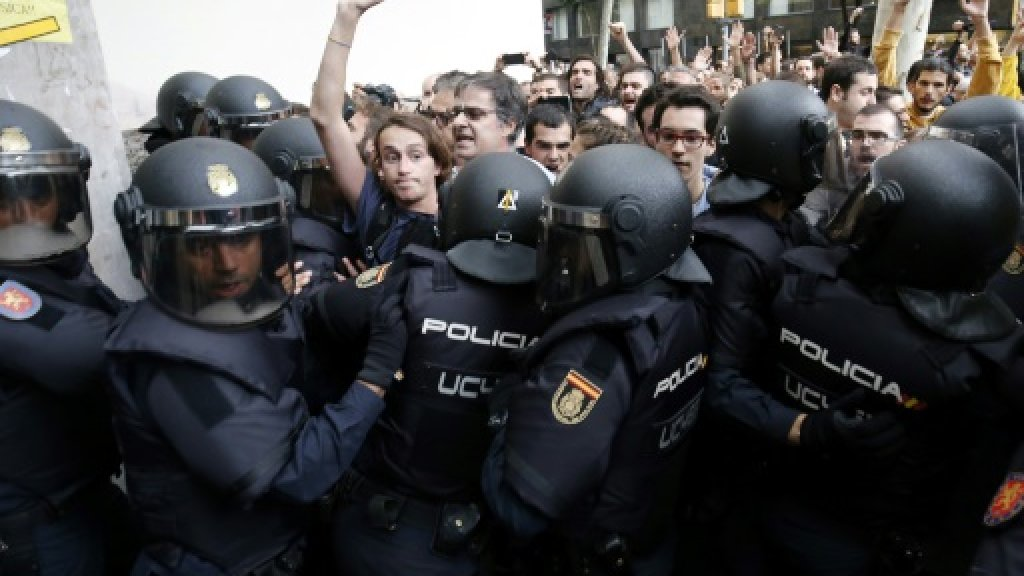 Spain police suing Catalan satirists for 'insults'