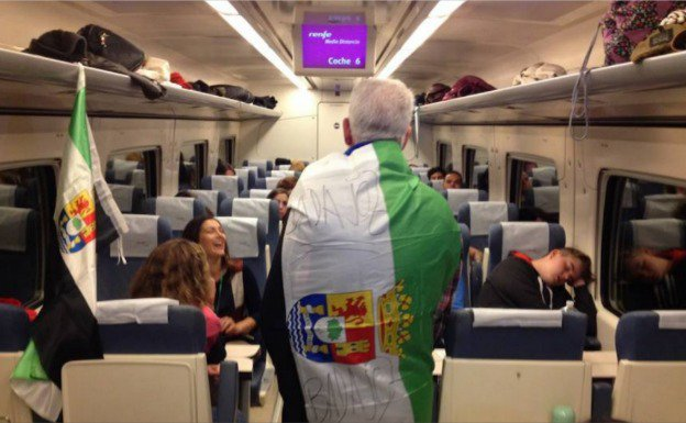 EN DIRECTO   Extremeños rumbo a Madrid para reivindicar un #TrenDignoYa  https://t.co/O3BMzOWwoa vía @hoyextremadura https://t.co/V4LPiCOtwS