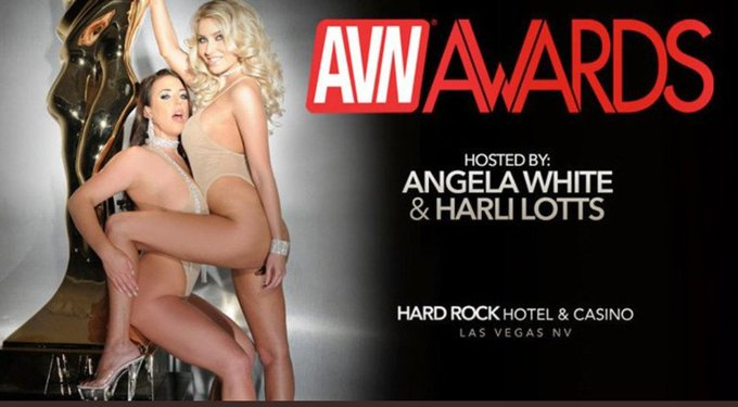 2 pic. Estoy nominada a los @avnawards  !!!!!!!!!!! 😍😍😍😍😍😍 https://t.co/IMnYLx28du