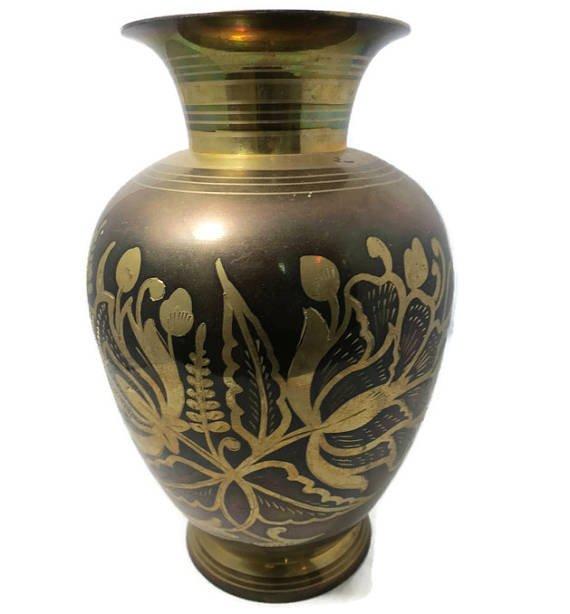 ♪ø Vintage Saudi Arabian Air Base Souvenir Vase @duckwells #vintage #saudiarabia #homedecor https://t.co/ZyPY9IOCG6 https://t.co/ZZK5DGk5Ft