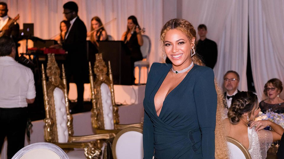 Beyoncé serves up lots of smiles at Serena Williams' wedding to Alexis Ohanian