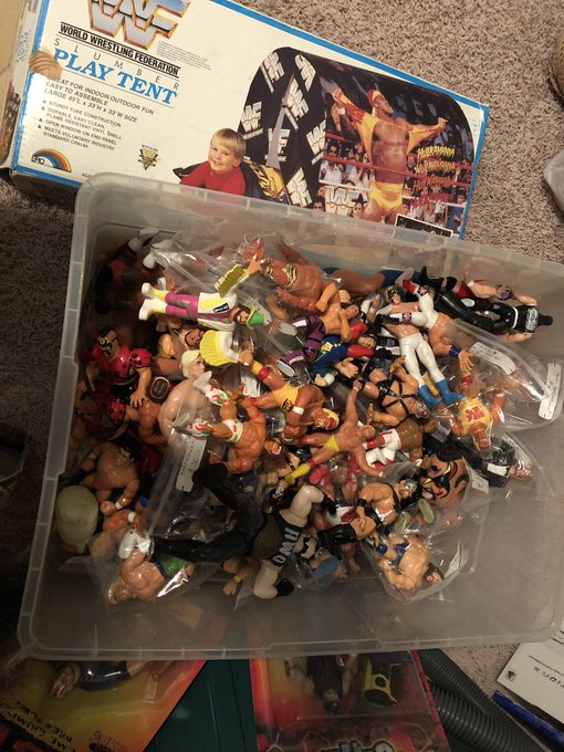 RT @baharp84: @HulkHogan moving day! found a box of my child hood toys brother!!💪🏼😝 https://t.co/420BMBxWUE