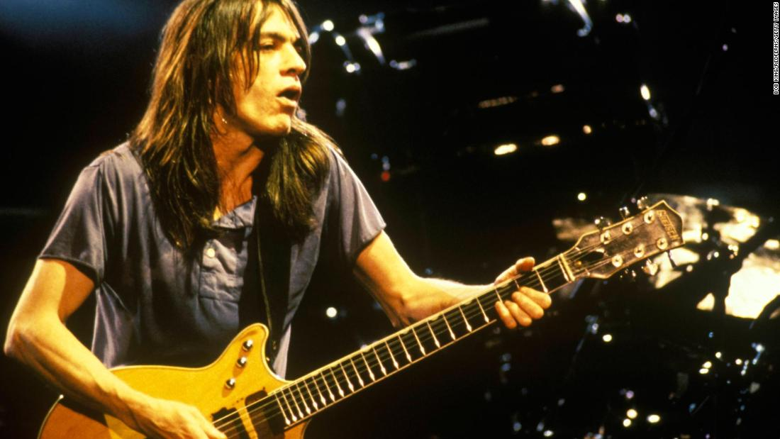 AC/DC co-founder and guitarist Malcolm Young dies at 64 https://t.co/o4PVFd94o6 https://t.co/SLV0Bn036v