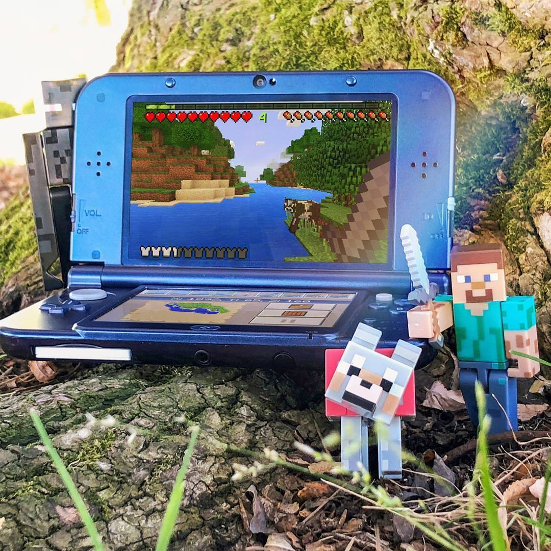 While you watch MINECON Earth, enjoy @Minecraft on #NintendoSwitch and Nintendo #3DS! Available now. https://t.co/ablcCkQfnY