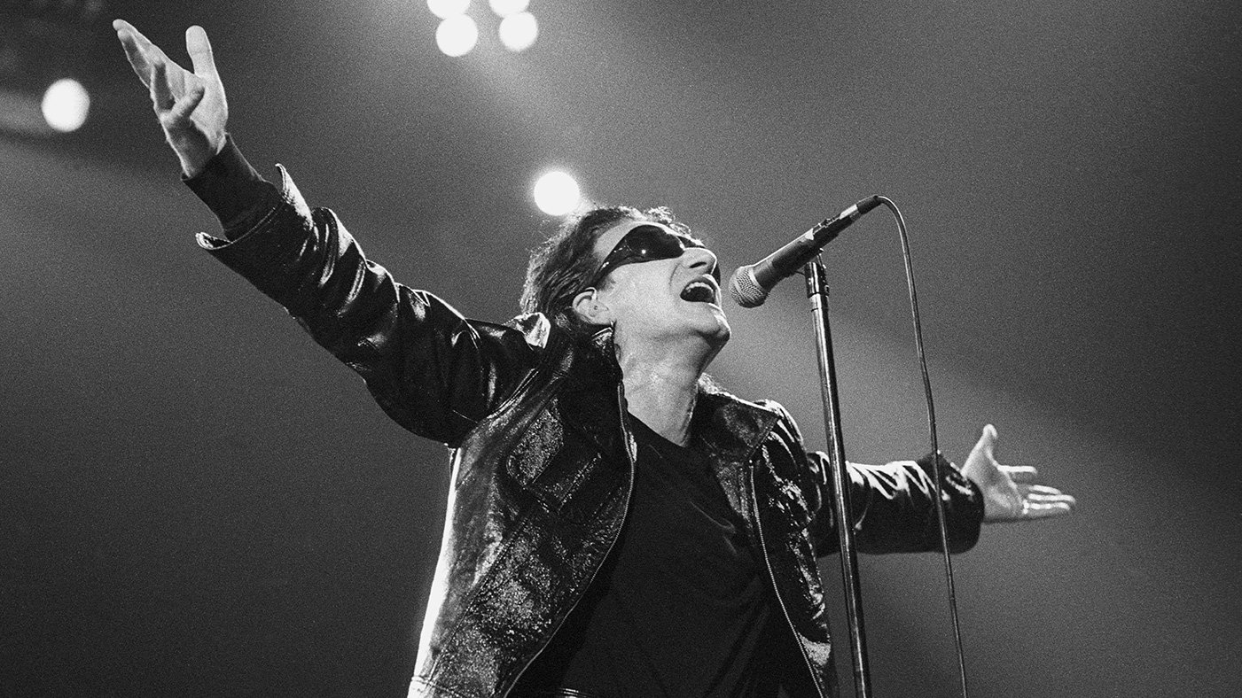 U2's 'Achtung Baby' turns 26 today. Here's why it's one of the best albums of the 90s https://t.co/ePRsvrEQPx https://t.co/20Nhhy6jJl