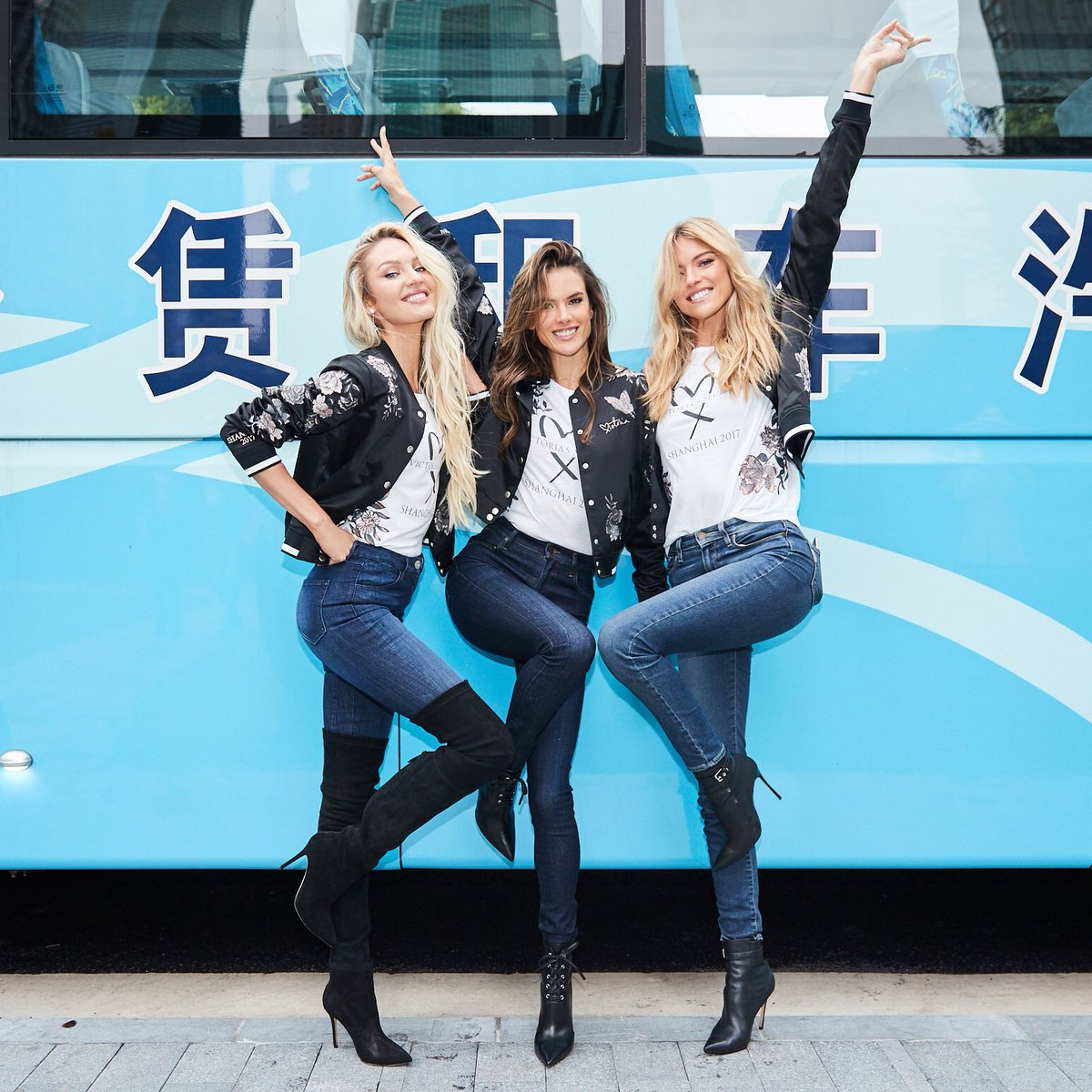 This magic moment: The Angels take their first look at the #VSFashionShow venue in Shanghai! https://t.co/rf4J3fCeSQ