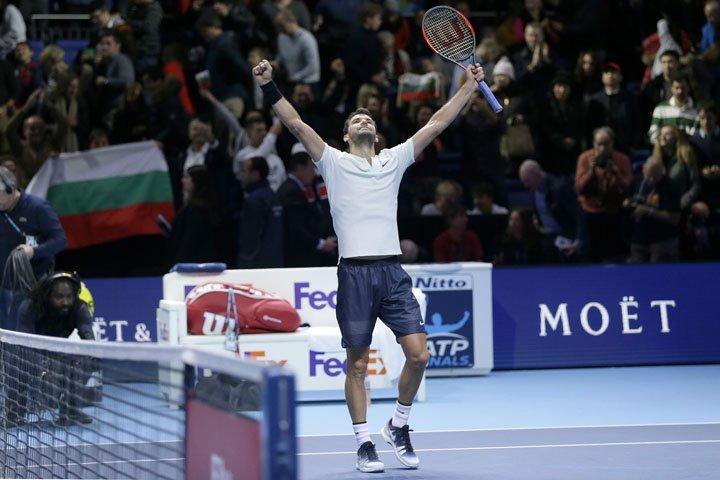 @BroadcastImagem: Búlgaro Grigor Dimitrov vence Jack Sock e avança à decisão do ATP Finals no simples. Tim Ireland/AP