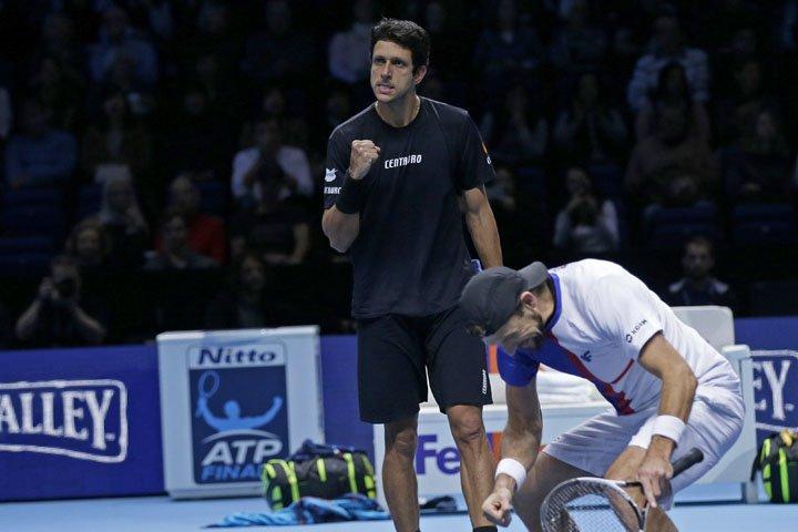 @BroadcastImagem: Marcelo Melo e Lukasz Kubot arrasam rivais e vão à decisão do ATP Finals, em Londres. Tim Ireland/AP