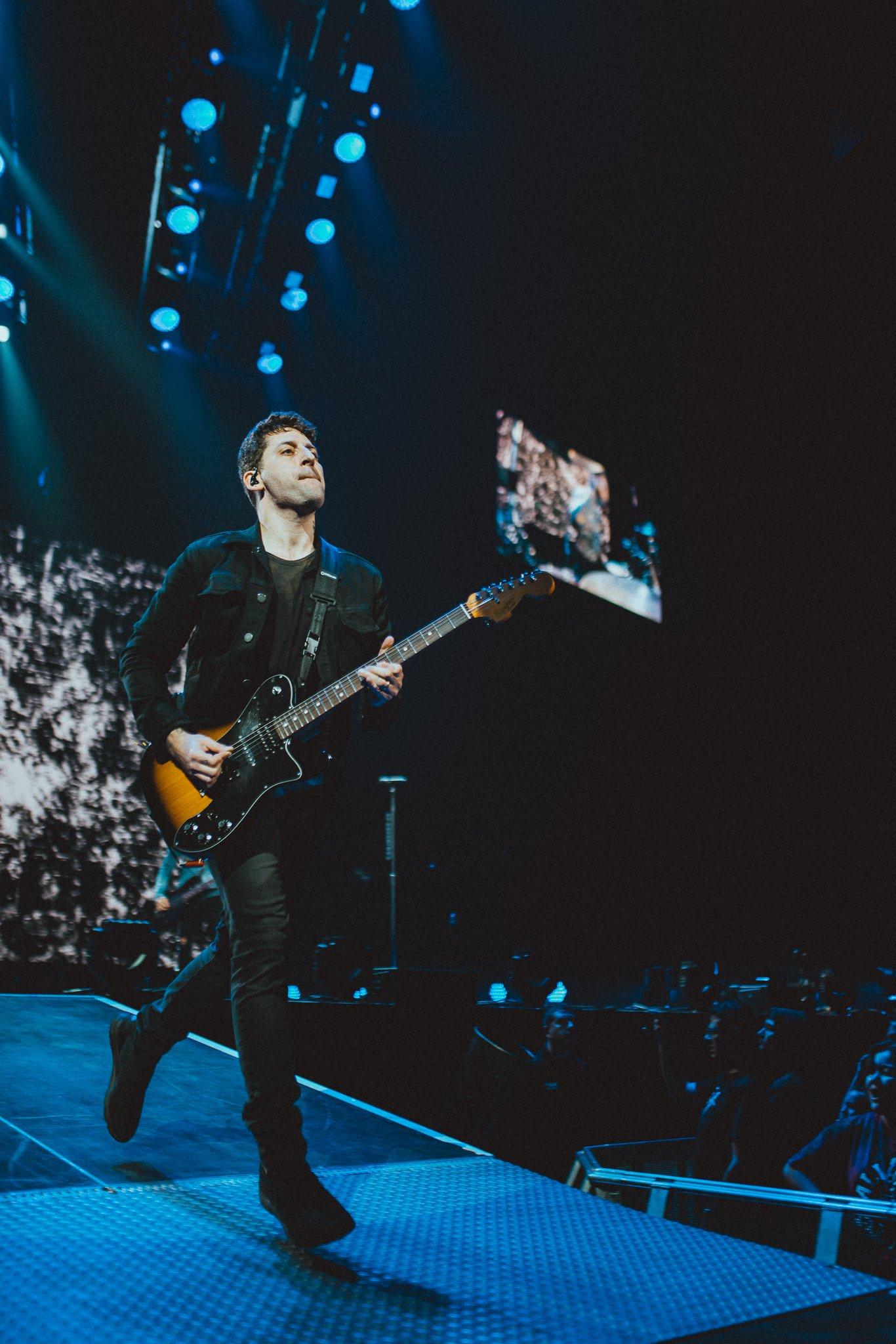 Last night of the M A  N   I    A Tour... see you later Phoenix ✌️ https://t.co/tDWQT7fbG3