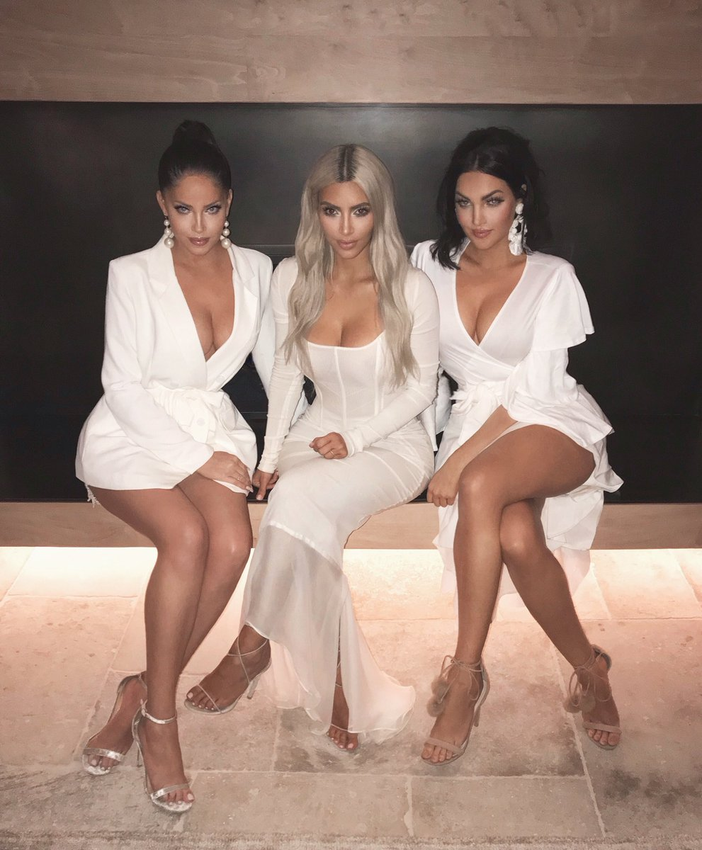 Got to hang with these beauties at my fragrance launch! @nataliehalcro @oliviapierson https://t.co/JFaIX7rEyY